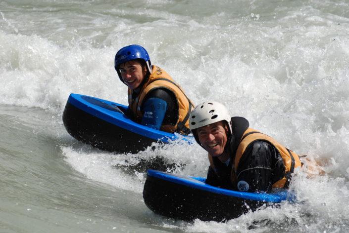 Surf en hydrospeed et en famille à la vague de la Clapière, à Embrun