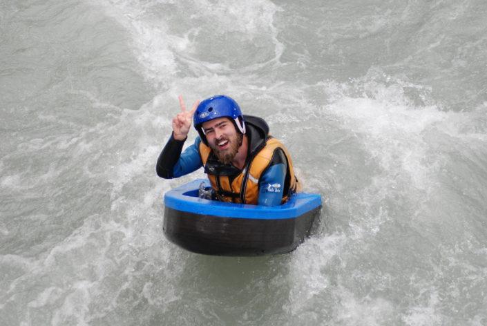 Peace lors d'une descente en hydrospeed sur la Durance