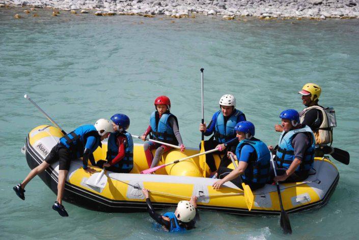 Jeux lors d'une descente en rafting sur la Durance